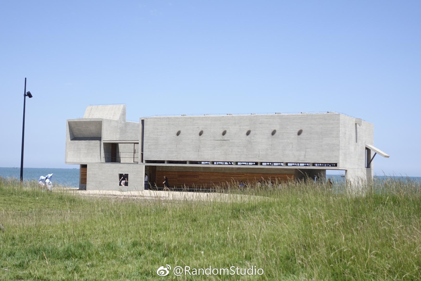 海边的图书馆和教堂,有种特别的美