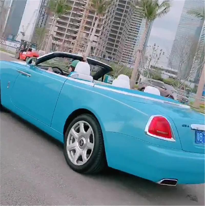500万劳斯莱斯现深圳,看到女车主身材那一刻,都没心思看车!
