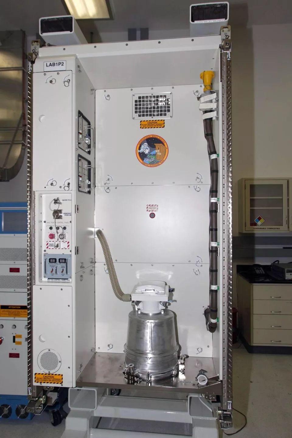 国际空间站的厕所又坏了,太空如厕是种怎样的体验?