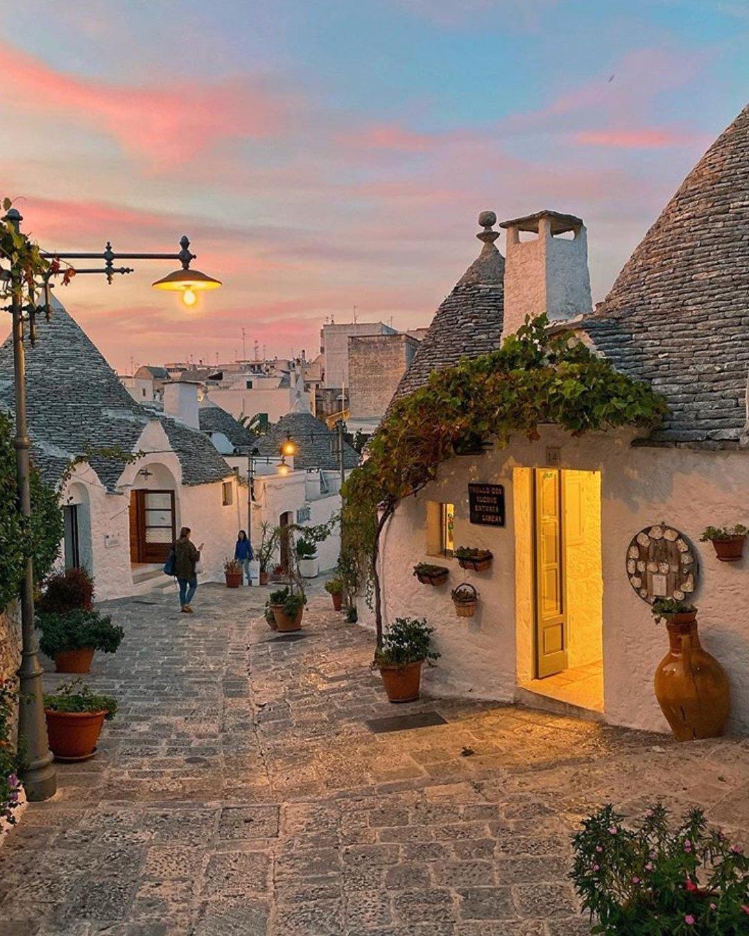 意大利蘑菇小镇Alberobello的黄昏