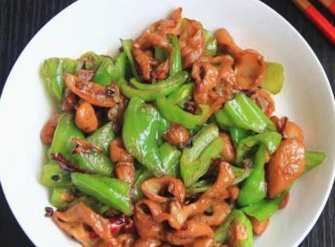 青椒和此物一起炒,血管不堵了,补钙质,长身体,早食早受益