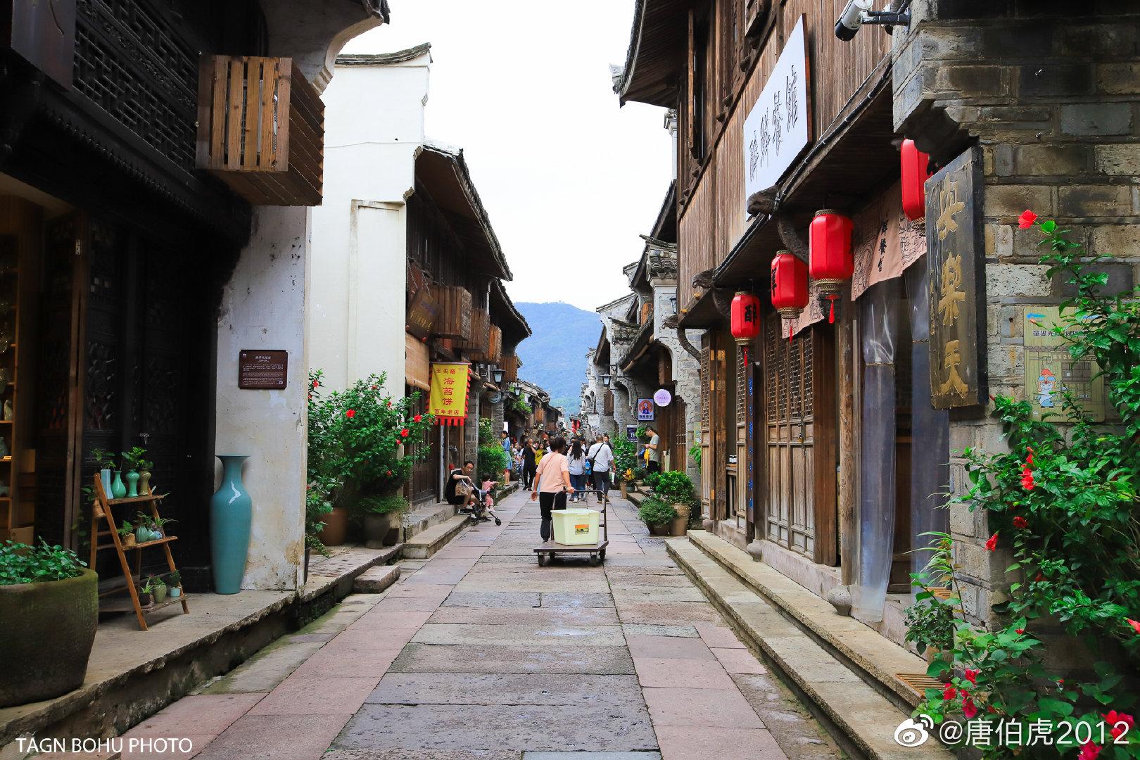 台州府紫阳古街,位于临海的老城区,从北向南,全长约千余米