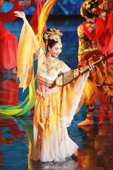 华表奖的飞天表演惊艳全场,佟丽娅的古装还能打!