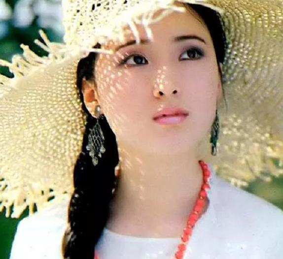 一组陈晓旭旧照:就是不穿古装,也是绛珠仙子下凡的黛玉本尊