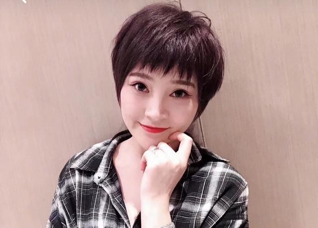 30岁女人洋气短发造型 很潮短发图片