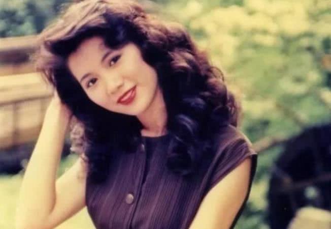 袁咏仪留起长发,终于知道她为何叫靓靓图片
