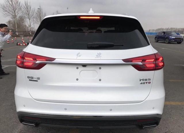 全新红旗HS5白色实车亮相 车长超奥迪Q5 224马力配2.0T+6AT
