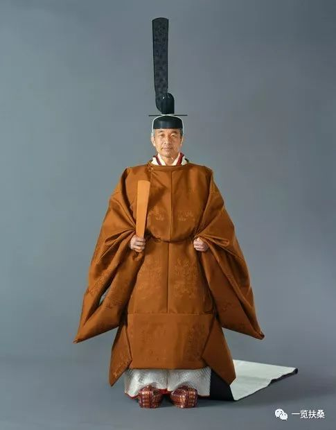 日本天皇为什么没有姓?