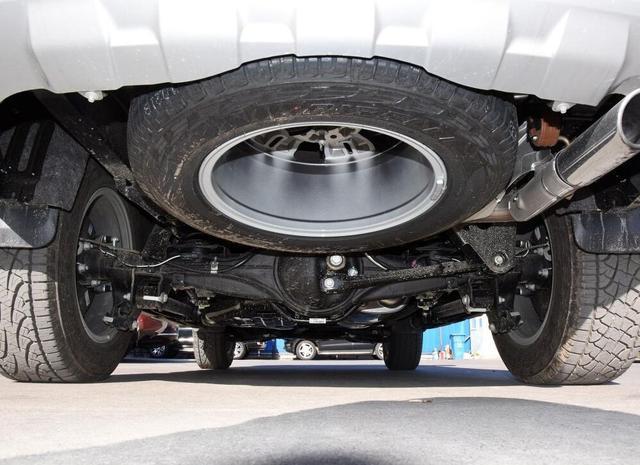 最潦倒的硬派SUV,配大梁全时四驱 差速锁,仅28万起 惋惜卖不动