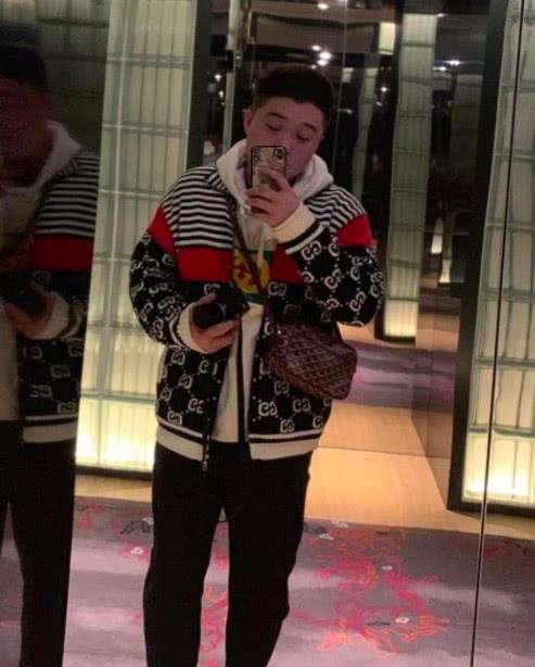 中国富二代用父亲信用卡买了辆3千万布加迪,在网上炫耀账单