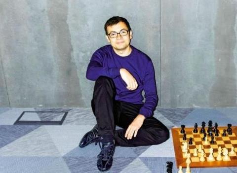 天才哈萨比斯:13岁就成国际象棋大师,工作到凌晨4点