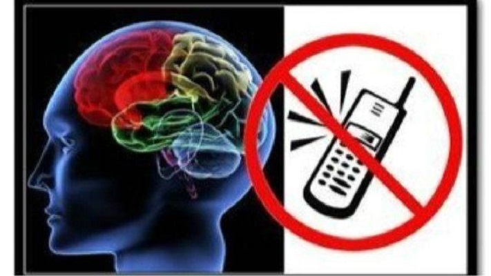 流言揭秘:手机放床头对身体有危害吗? 看完惊出一身冷汗!