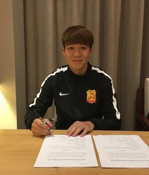 卓尔足球队中年轻的球员也就刘云和明天,能堪大任!