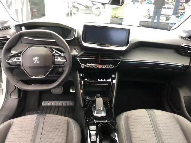 有灵魂的法系车!轿跑比思域漂亮,3D液晶仪表,配8AT仅7万起