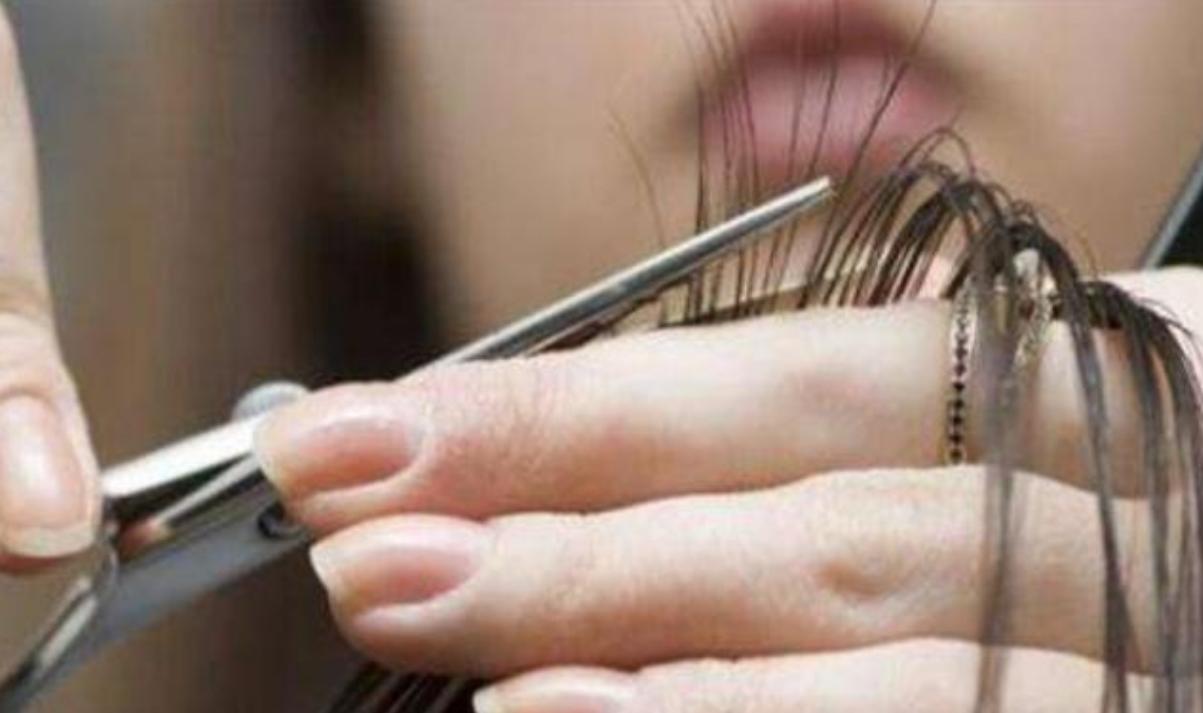 为什么去理发店剪头发时,都要先帮你洗头呢?理发师道出背后猫腻图片