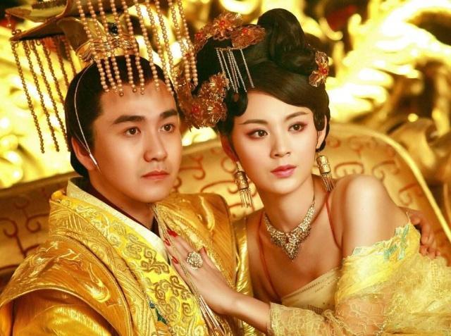 驸马偷纳小妾,公主提刀欲杀小妾,小妾一番话让公主同意共侍一夫