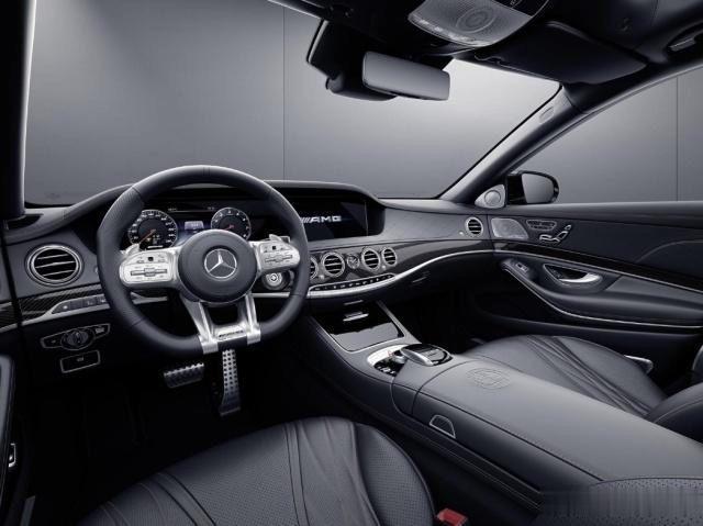 这台奔驰S级不一样,V12发动机、4秒破百,给辆迈巴赫也不换