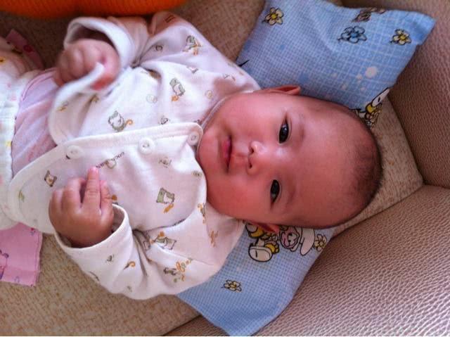宝宝给奶奶枕书说扁头好看,看着宝宝现在的头头顶丸子头叫什么图片