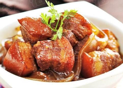菜品v菜品:南乳大葱,双椒排骨炒鱿鱼,红烧肉炖粉把把烧有哪些美食图片