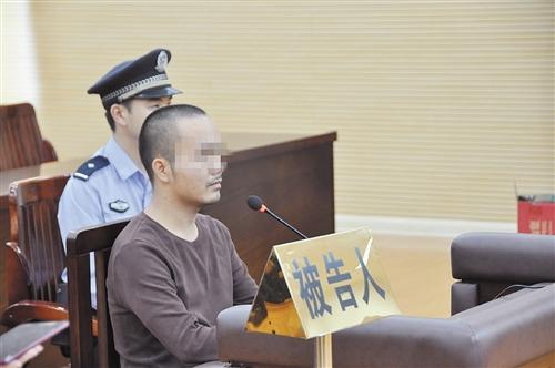 """南宁男子谎称警察执行公务 专门敲诈勒索""""失足女"""""""