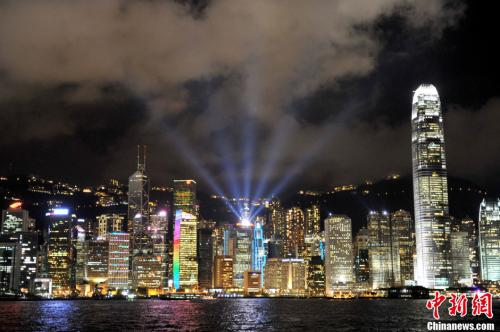 資料圖:香港維多利亞港夜景。王東明 攝