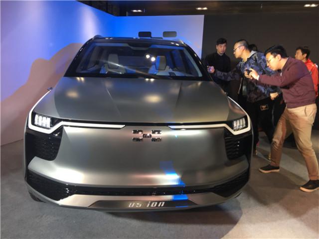 爱驰汽车UFO灵感加持的电动SUV U5 ION亮相,并携手落户上海长阳高清图片
