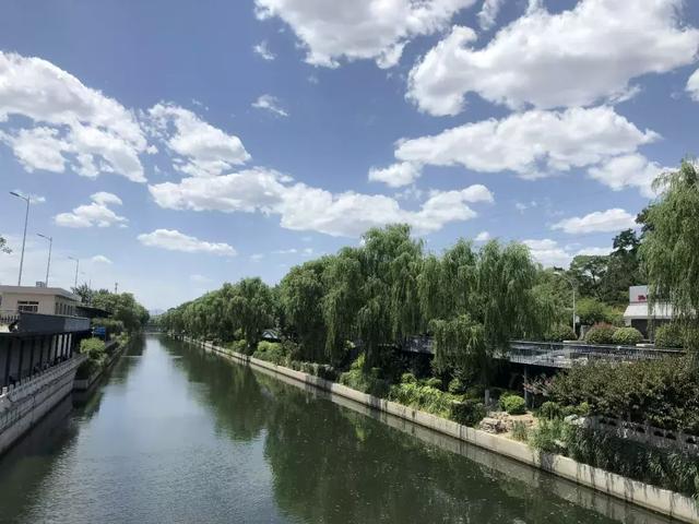 蓝天白云,今天的北京美不胜收