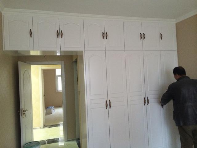 两个卧室衣柜
