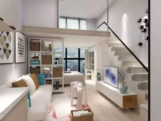 小复式就设在电视墙上方,依照装修风格来确定楼梯款型.
