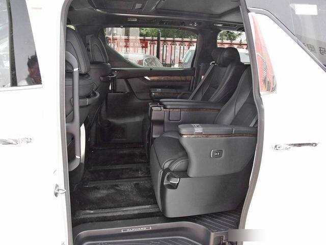 雷克萨斯首款MPV,换了车标的埃尔法,这下得100万起售?