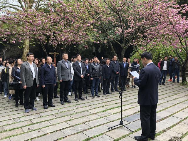 沪黔新闻院校师生举行活动,缅怀和纪念谢六逸先生