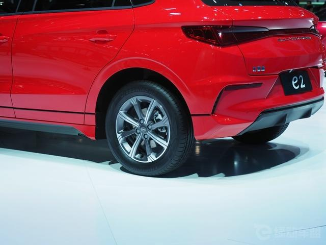 上海车展:比亚迪又放大招了 时尚运动风 这款e2续航360公里
