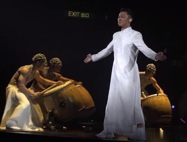 刘德华2018红馆演唱会开唱,为何选择这首传唱度不高的