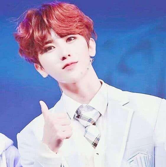 《银发的戳爷,红发的蔡徐坤,蓝发的王俊凯,却都不及彩虹发的他》