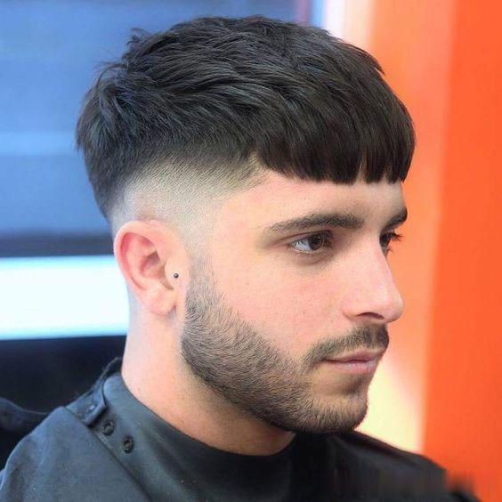 渐层短发怎么和理发师说 2019男成熟帅气发型莫西哥短发图片