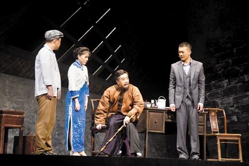 大型红色题材话剧《守护》在南宁上演 事迹感动观众