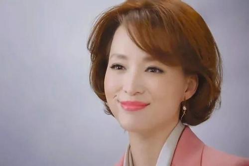 """2019春晚主持人名单""""曝光"""",两位一姐强势回归?而他将再缺席?"""