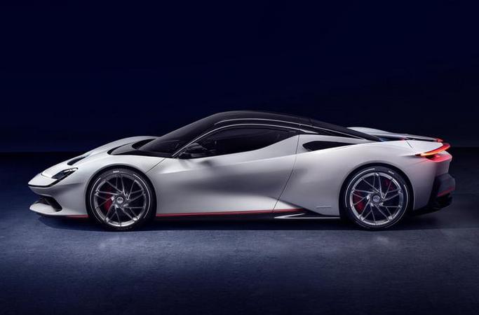 全球最快超跑诞生!2秒破百,全碳纤车身,纯电续航450km