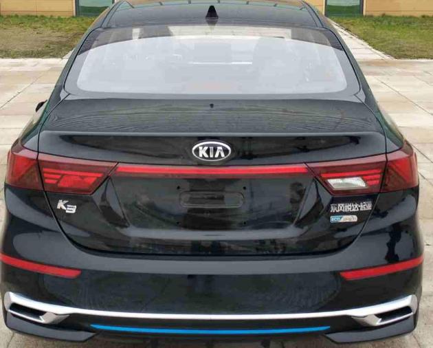 全新2019款起亚K3实车现身!黑色车身相当硬气 提供两种前脸样式