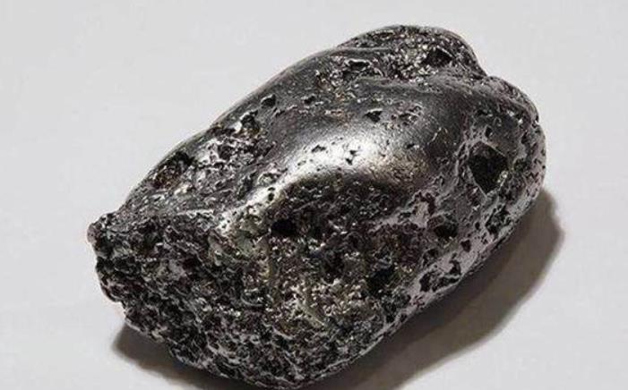 世界上 最贵 的石头,一克卖到2亿,如果捡到不要告诉其他人