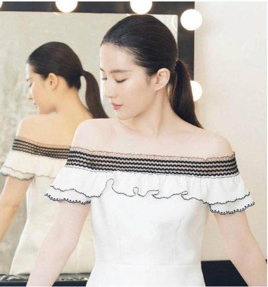 曾与刘亦菲相爱,如今他娶了富家小姐,刘亦菲素颜参加他婚礼!