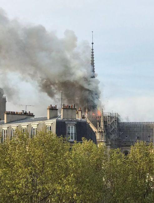 巴黎圣母院大火800年古迹被焚毁 全人类最伤心的一天