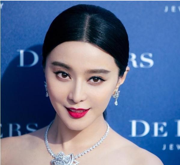 女星的中分油头发型是非常的抢镜了,而最好看的恐怕还是范冰冰了图片