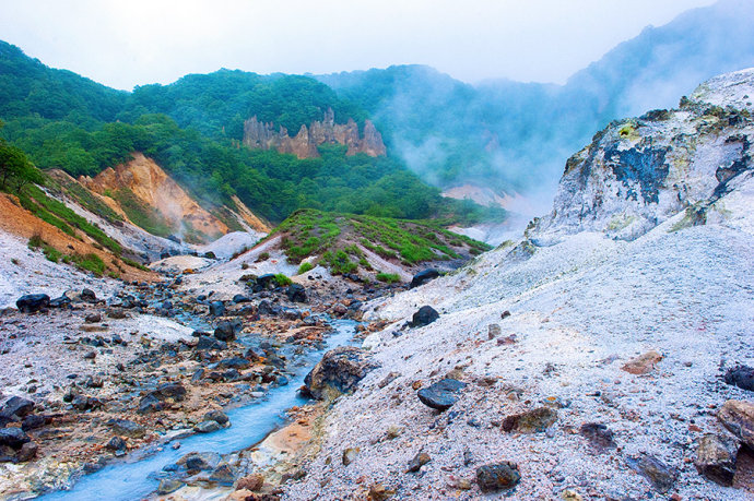 日本一个地方靠神秘诡异的地狱文化吸引人,游客多到经常一房难求