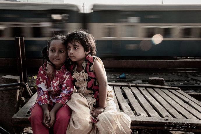 孟加拉达卡铁轨上贫民窟