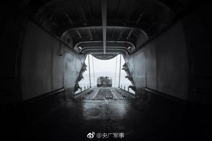 燃!中国海军亚丁湾实弹射击训练