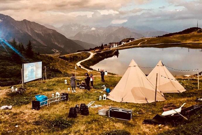《妻子的浪漫旅行》取景地,欧洲最壮观的阿莱奇冰川,美如外星球