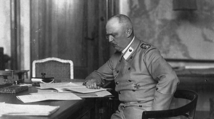 道夫希特勒壁纸_德军在一战中度过最黑暗一天,出现一个矮个子,他叫希特勒