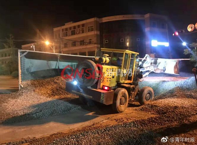 武汉东湖学院回应食堂工作人员用脚洗菜:相关人员已被辞退