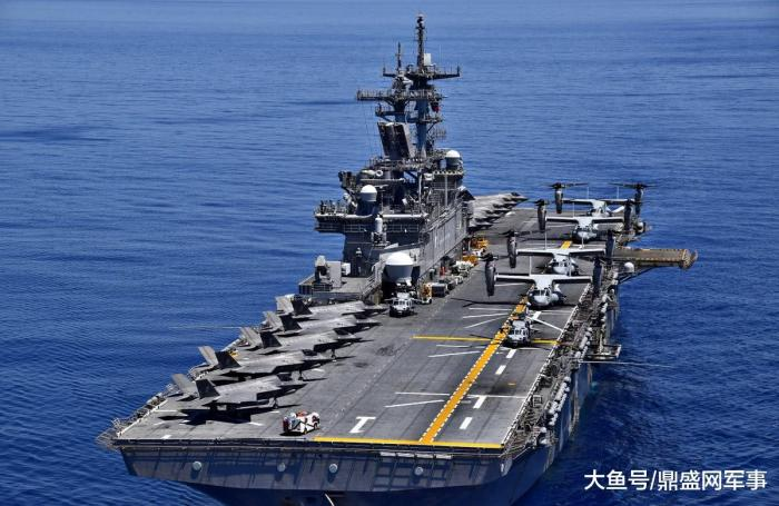 军事资讯_今日军事快讯:美军两攻舰秀出齐齐整整的10架隐形舰载
